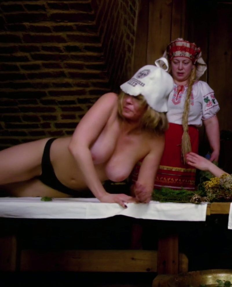 Chelsea Handler Topless Thefappening.so 0005