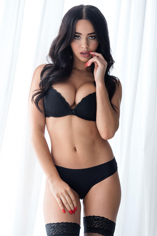 Courtnie Quinlan Sexy Topless 2 1 Sn2256