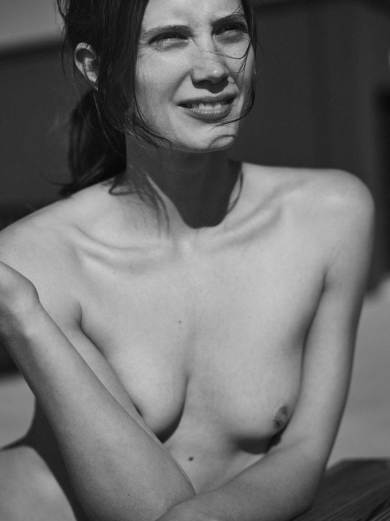Epic burnette nude exploited photo