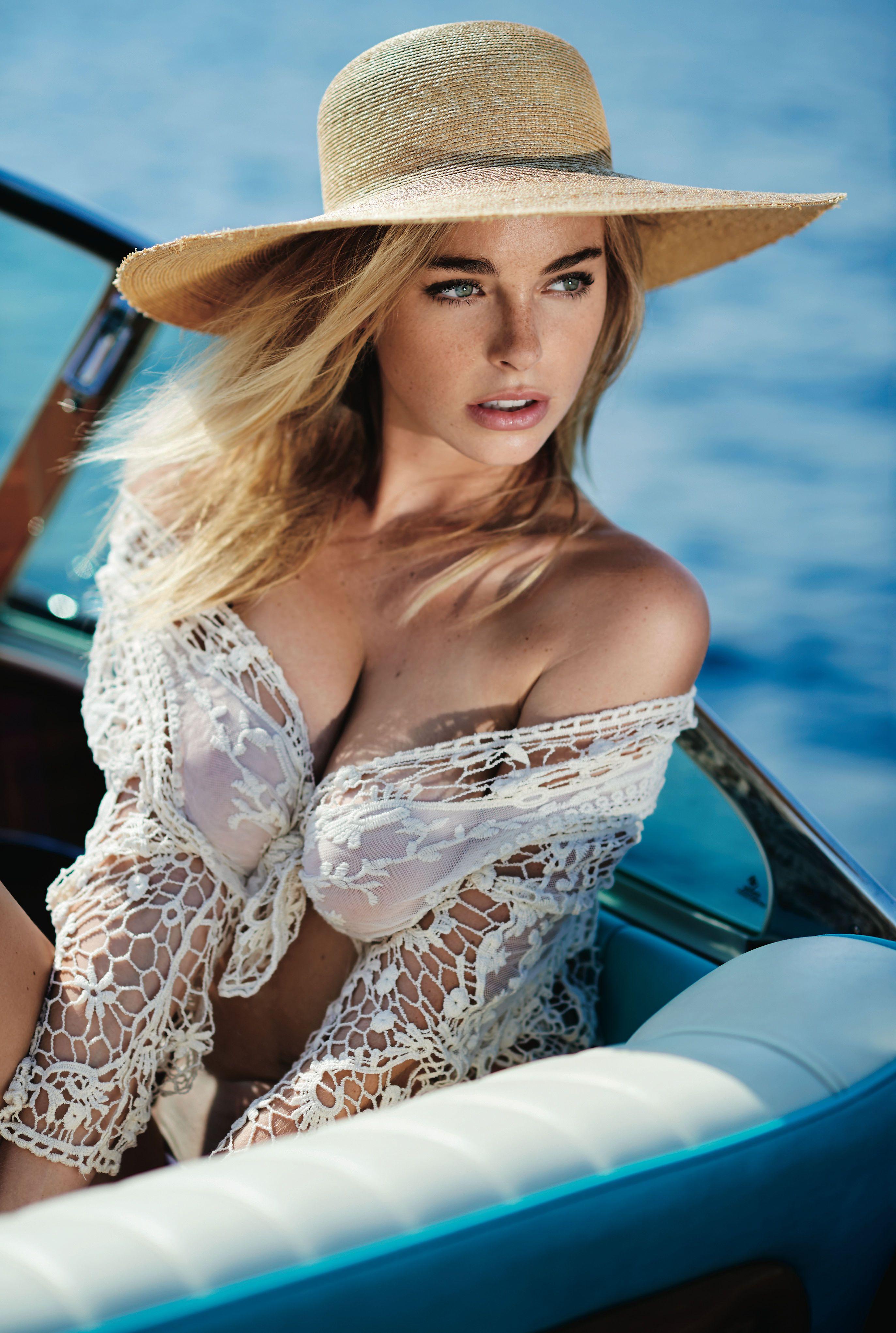 Elizabeth Turner Sexy Topless 1