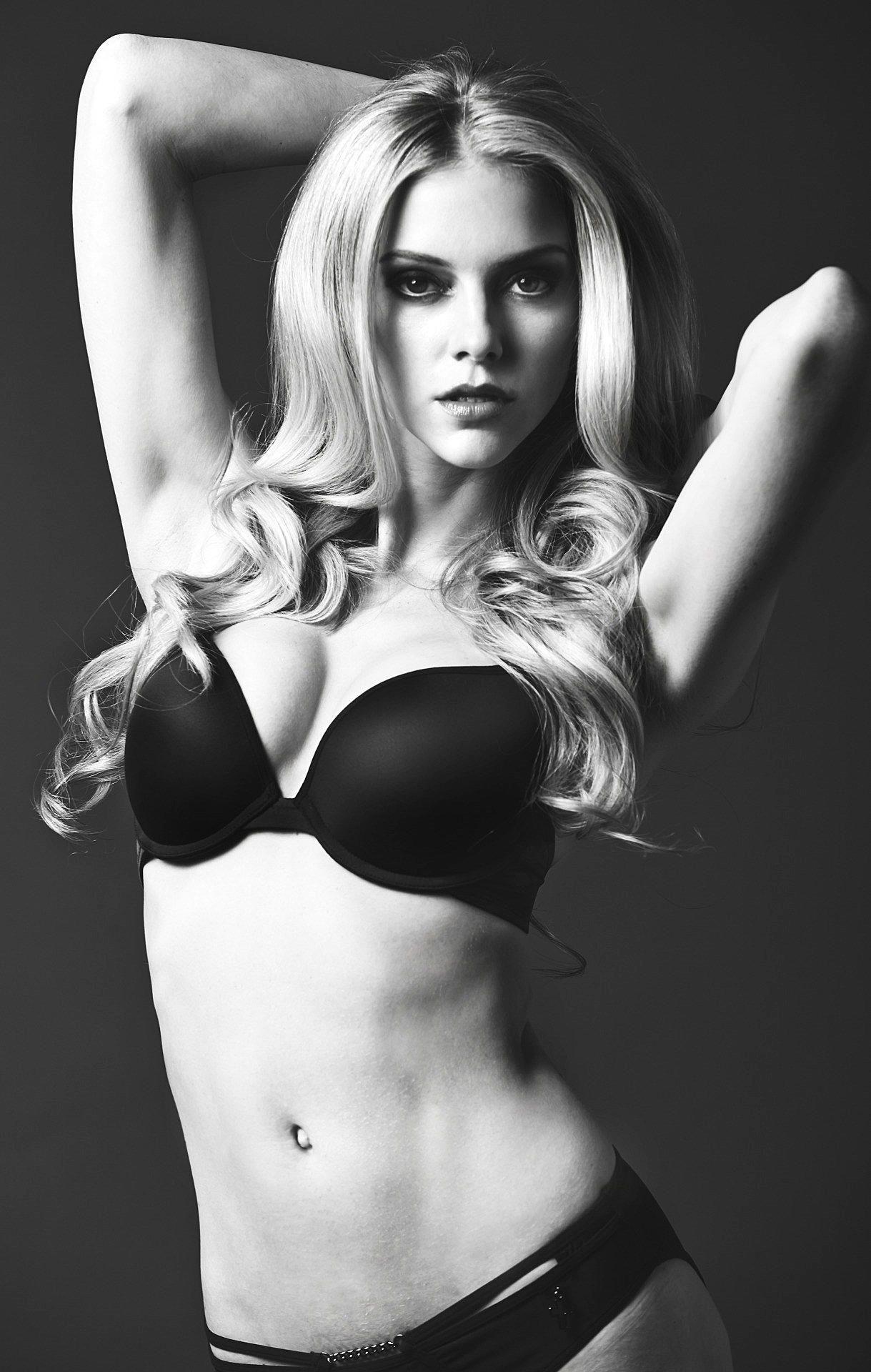 Elle Evans Sexy 1