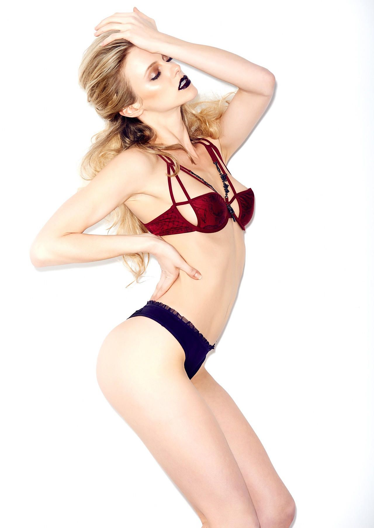 Elle Evans Sexy 3