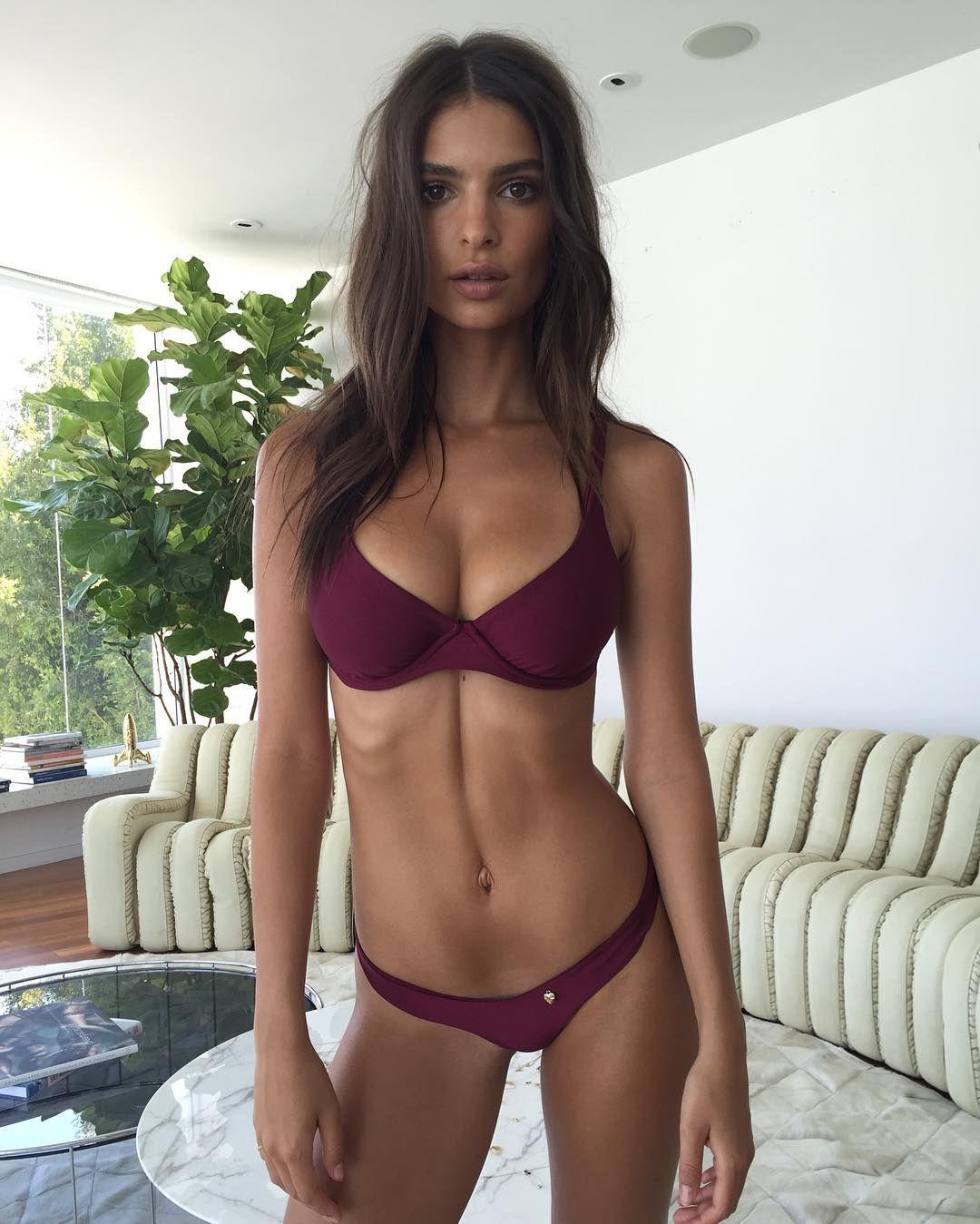 Emily Ratajkowski Sexy 31