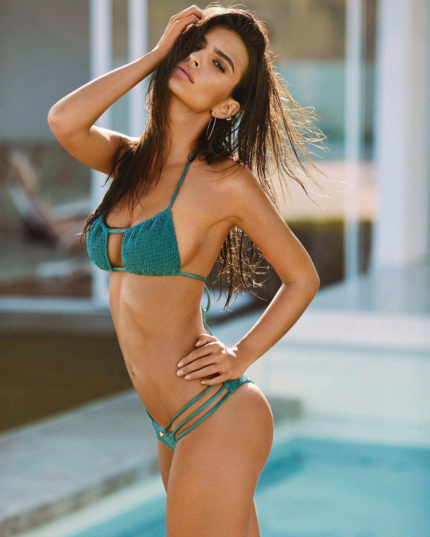 Emily Ratajkowski Sexy1