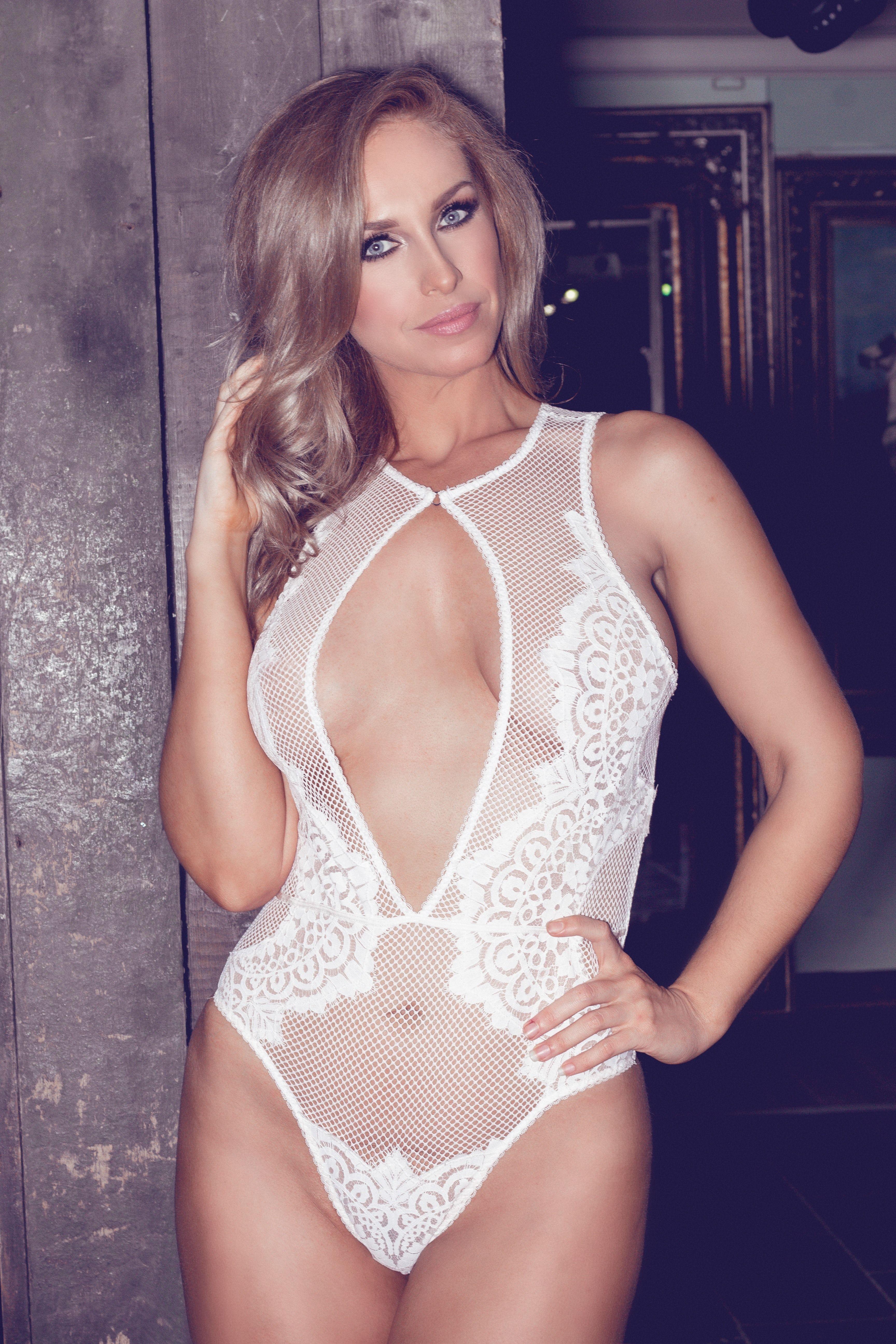Josie Gibson Sexy Pics 4