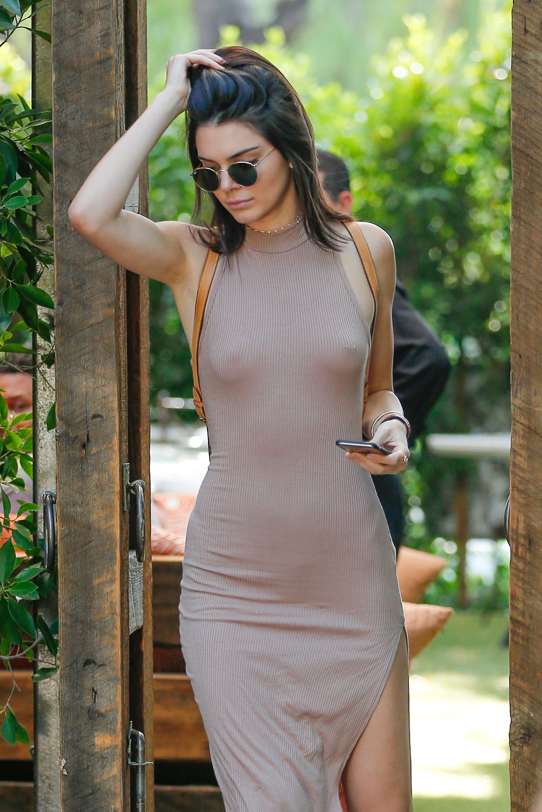 Kendall Jenner Braless 1 Sn4933