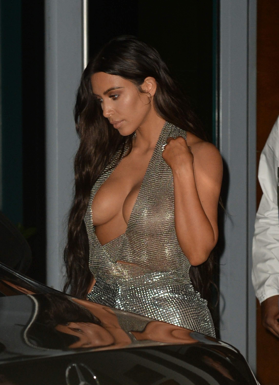 Kim Kardashian Cleavage 2 1