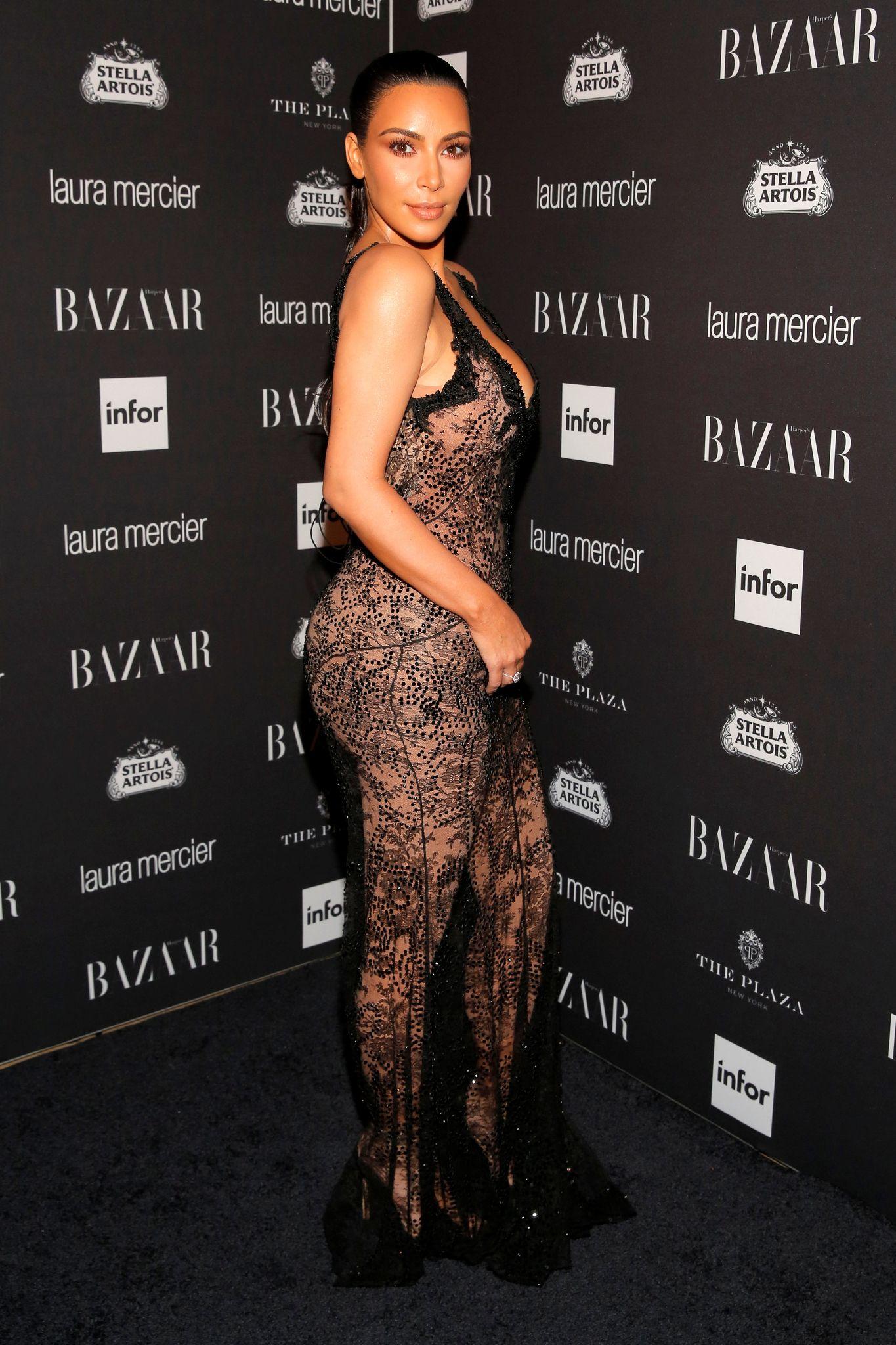 Kim Kardashian Sexy 1 2 1