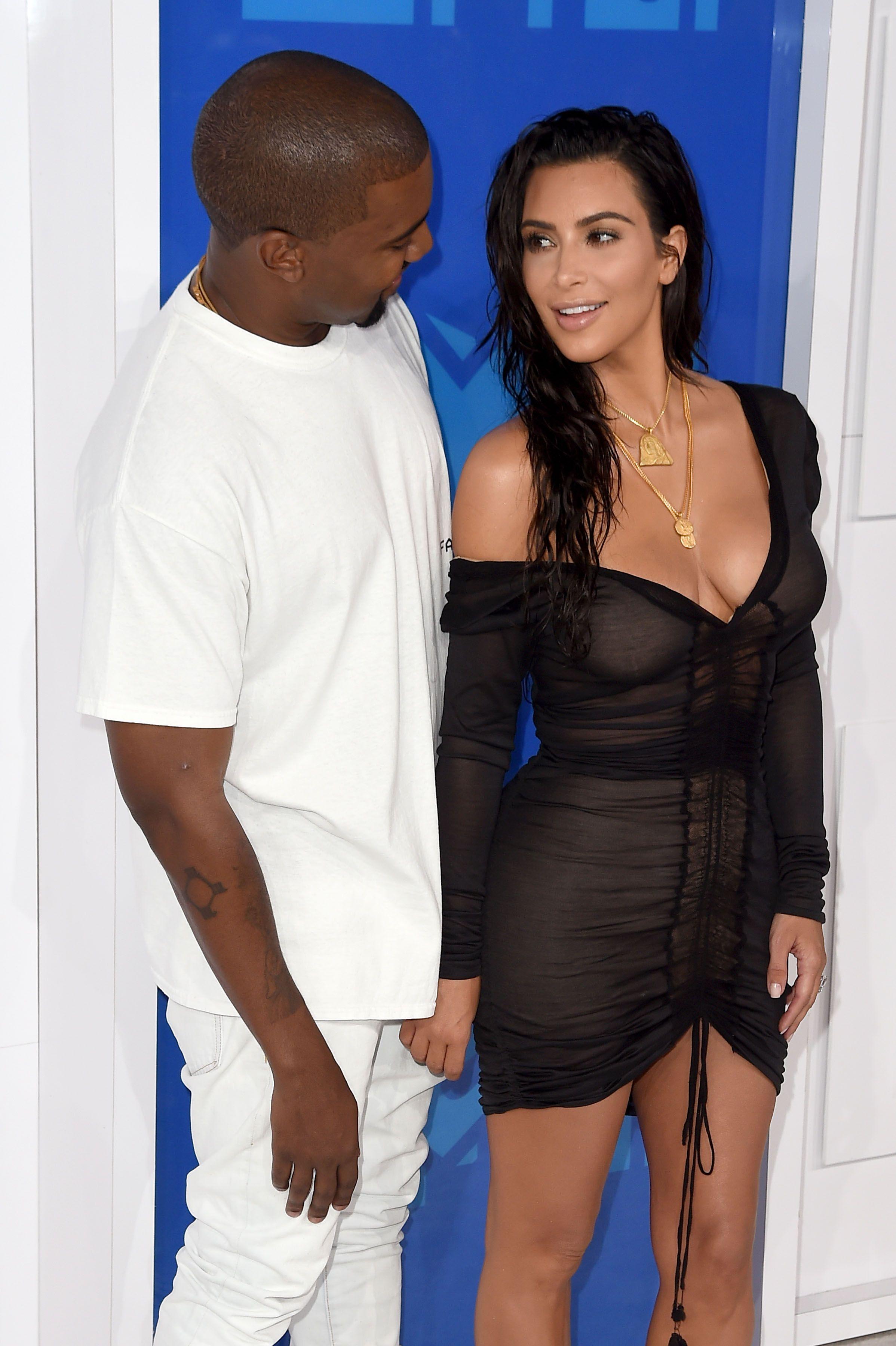 Kim Kardashian Sexy 1 4