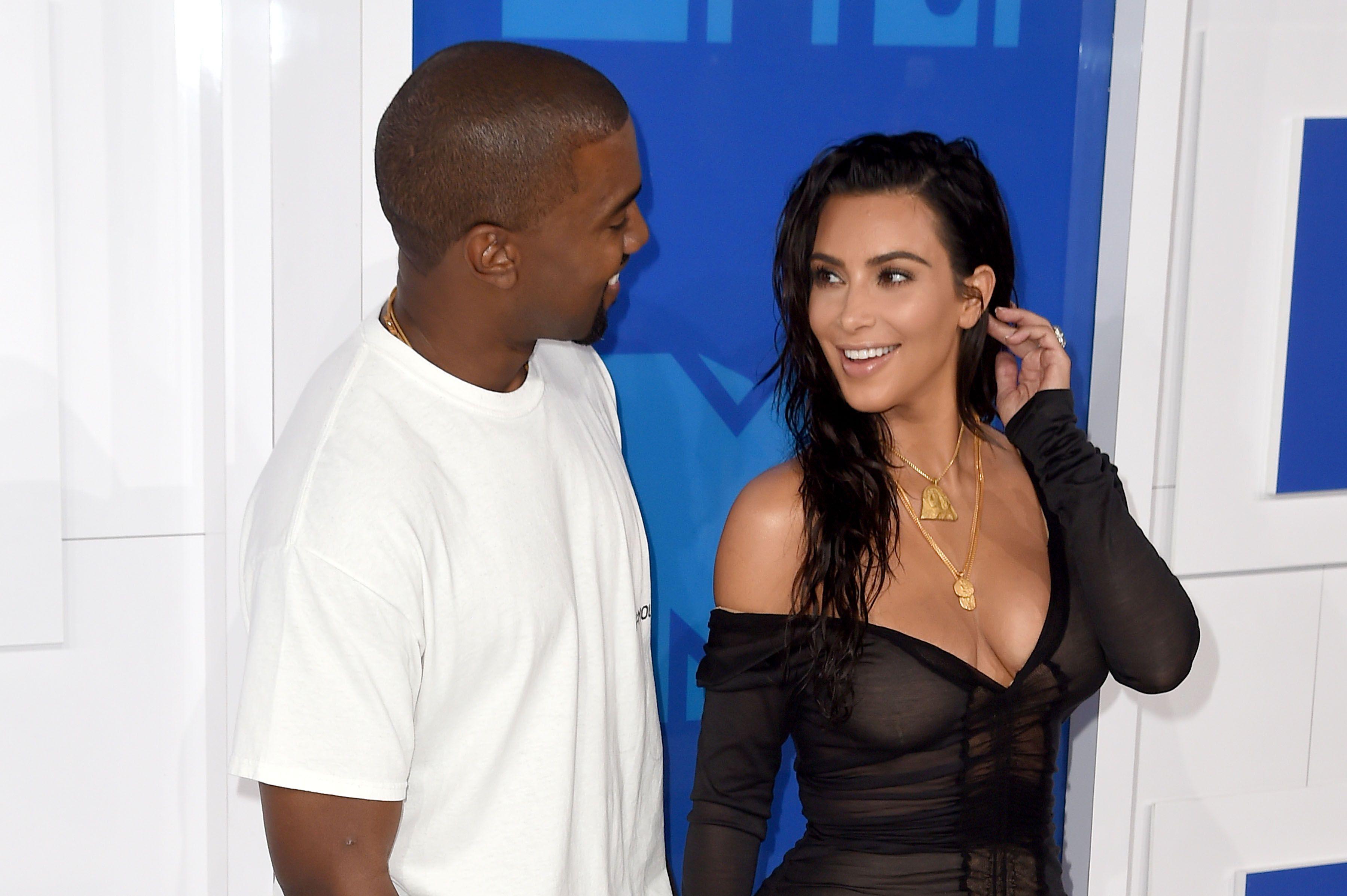 Kim Kardashian Sexy 2 3