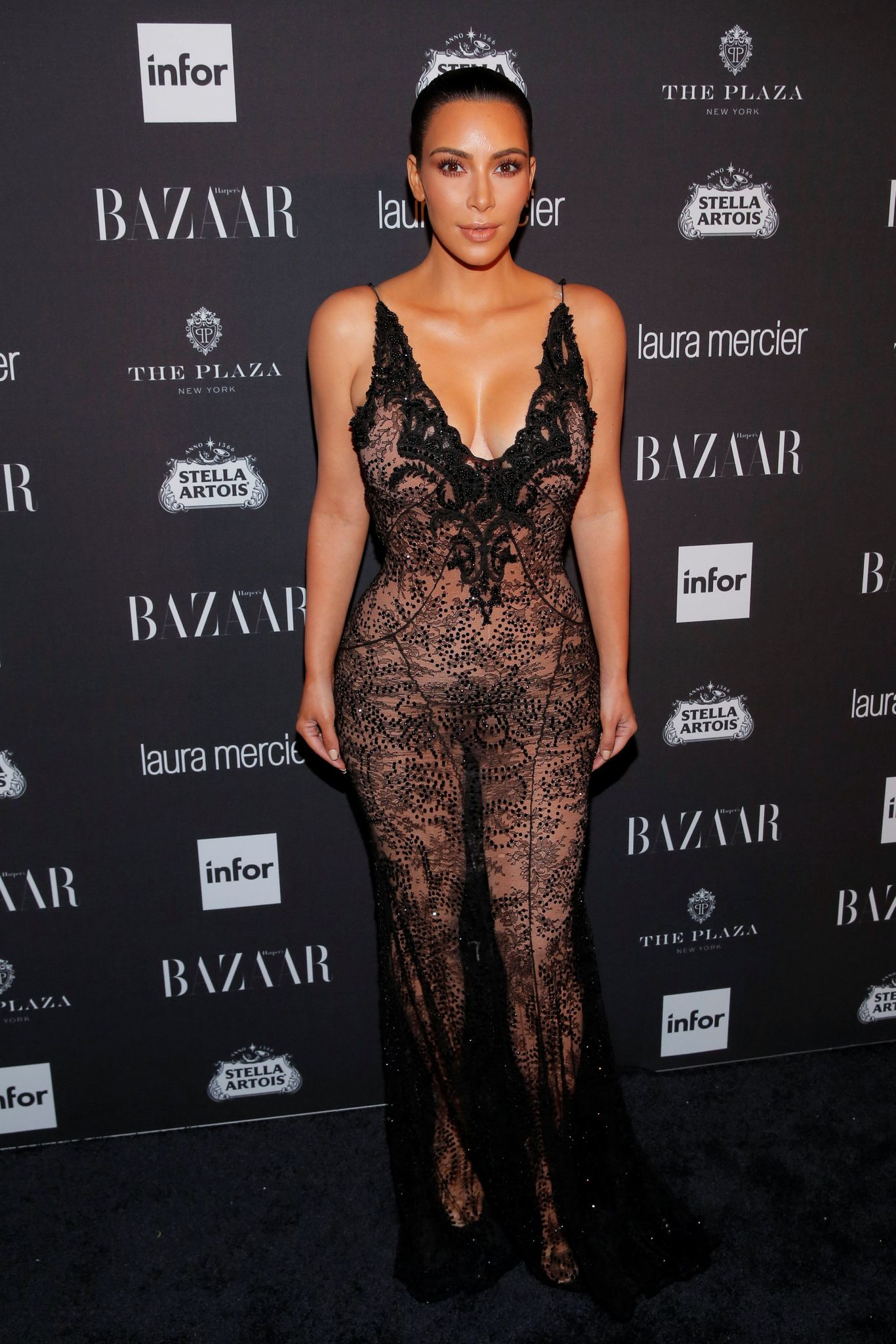 Kim Kardashian Sexy 3 2 2