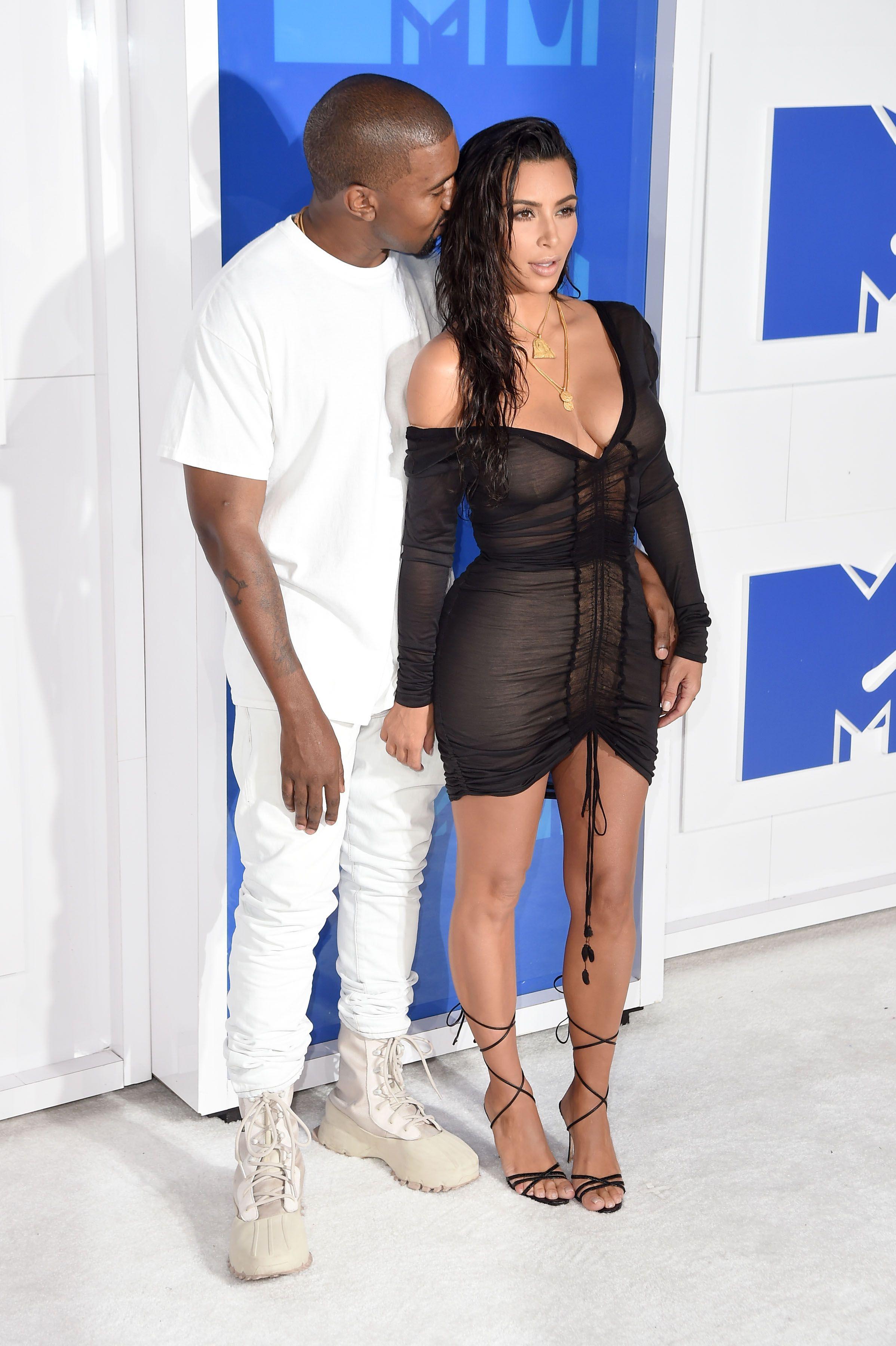 Kim Kardashian Sexy 3 4