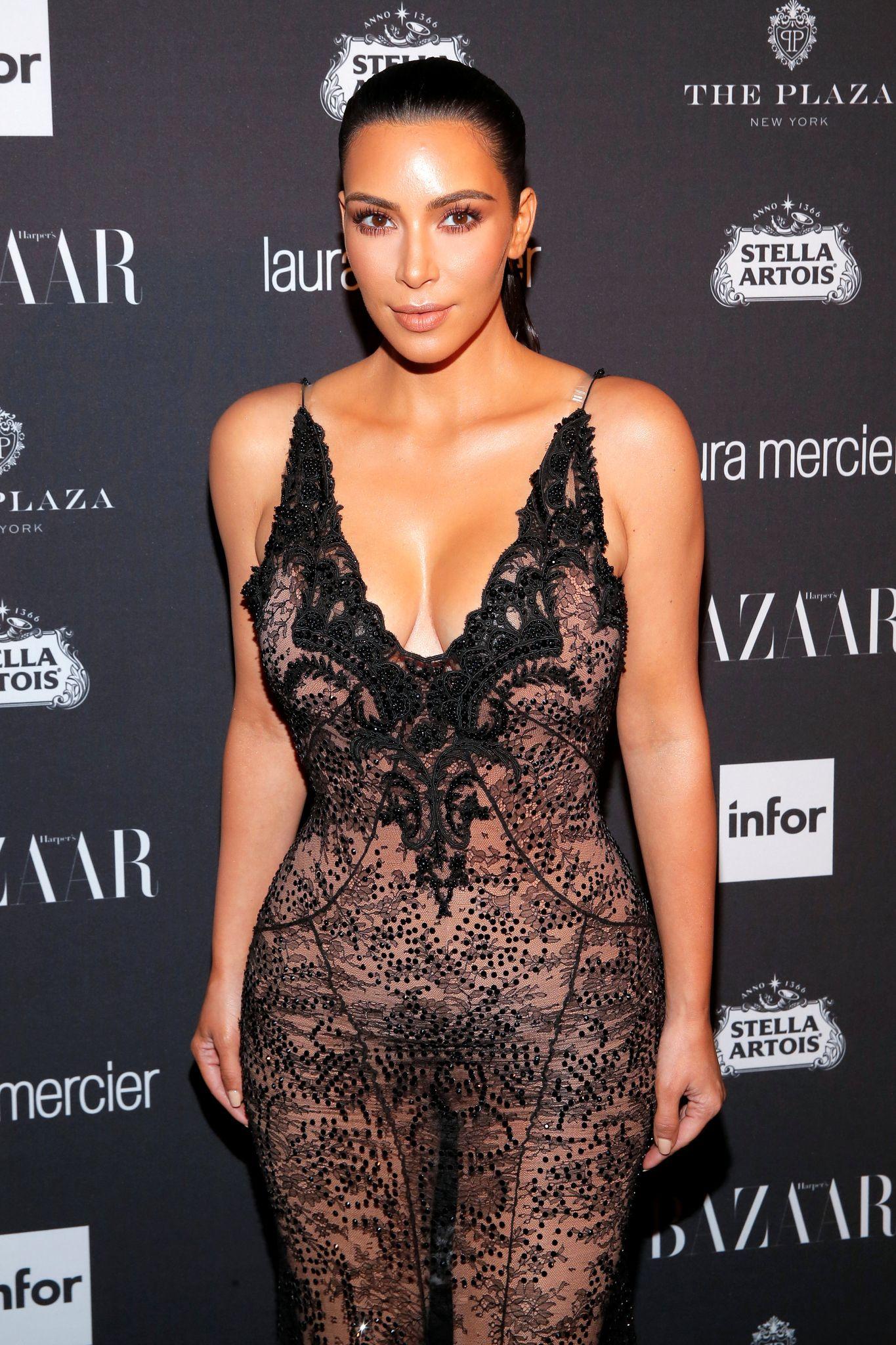 Kim Kardashian Sexy 4 2 1