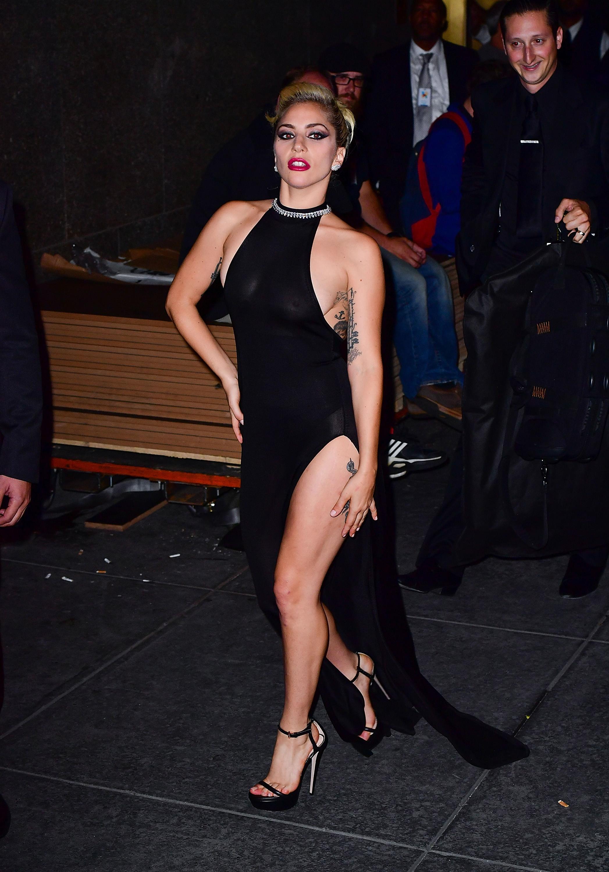 Lady Gaga Braless 2 1 Sn30070