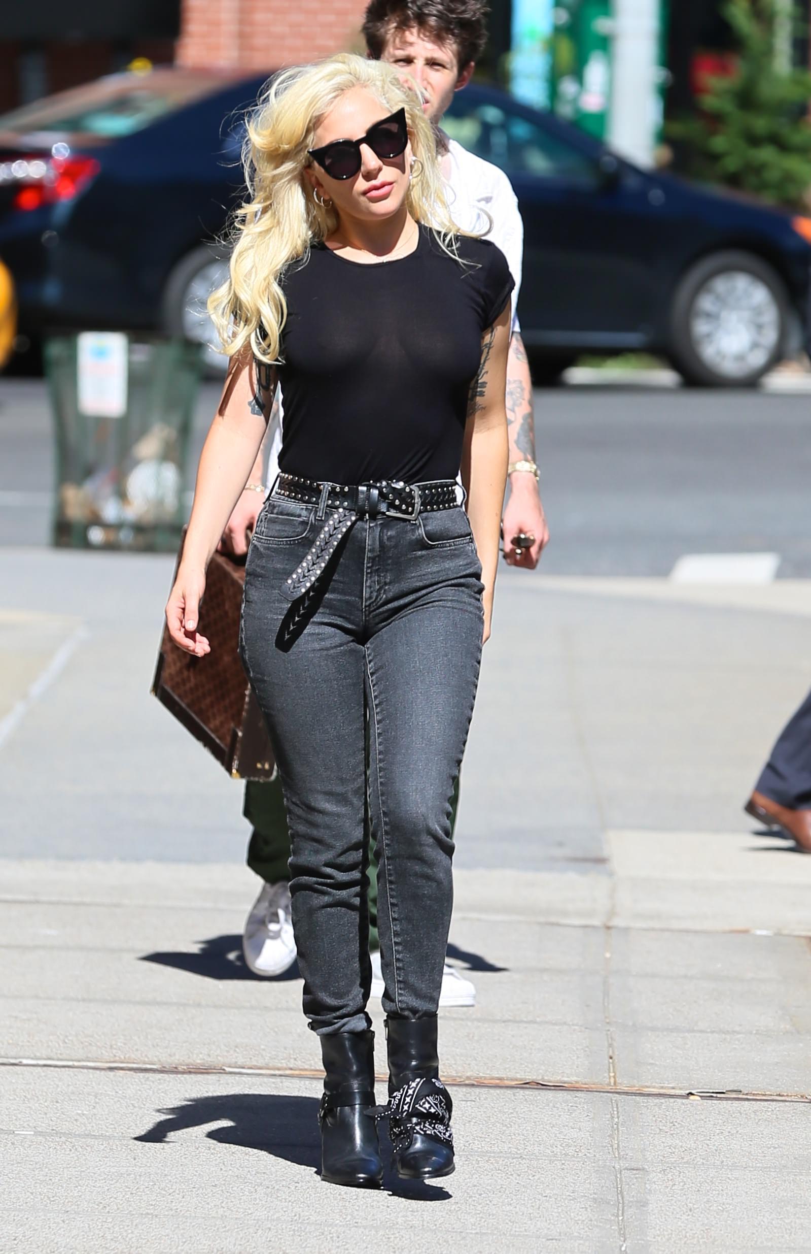Lady Gaga Braless 3 1
