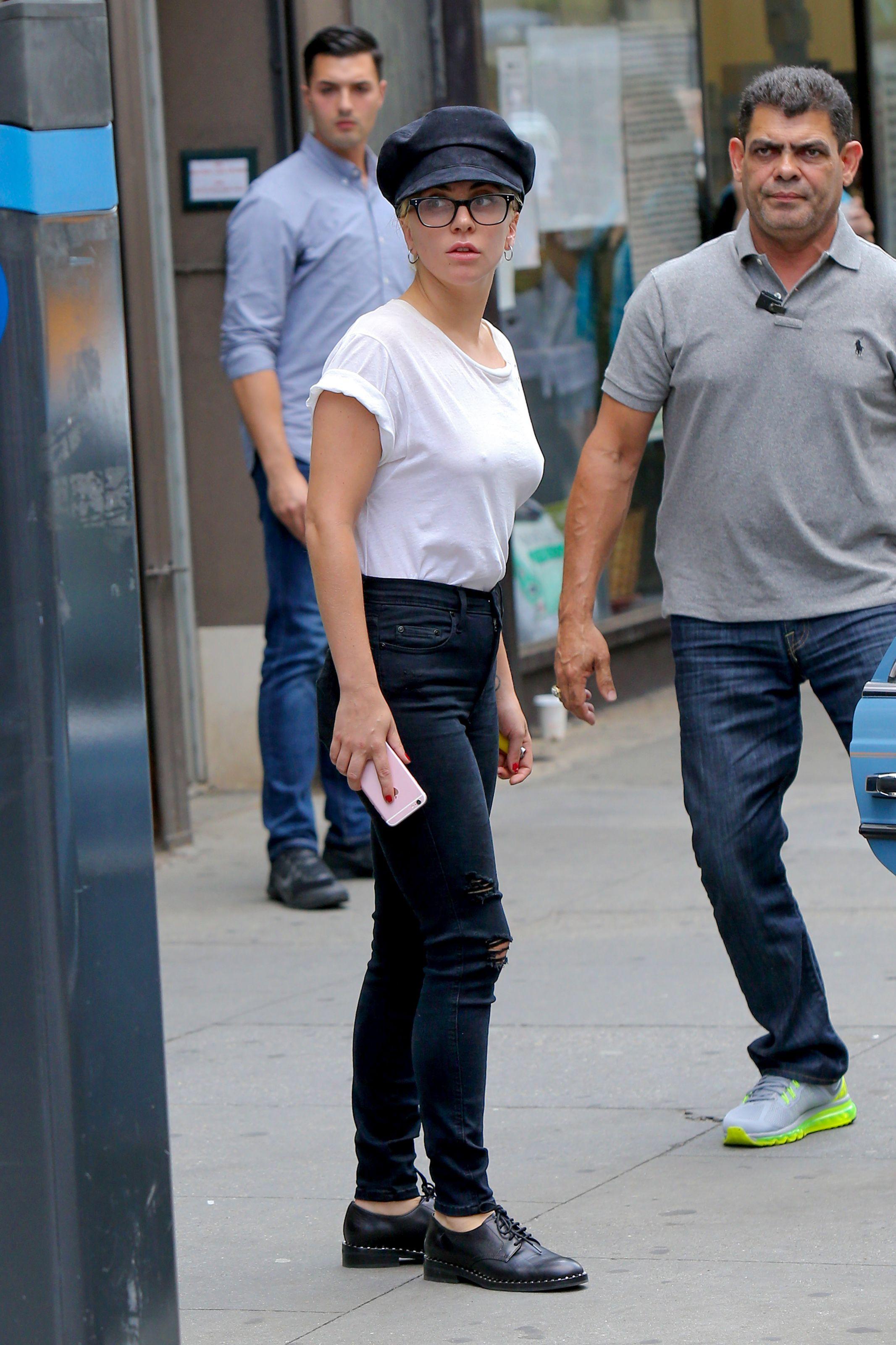 Lady Gaga Braless 5