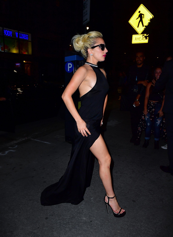 Lady Gaga Braless 6 1
