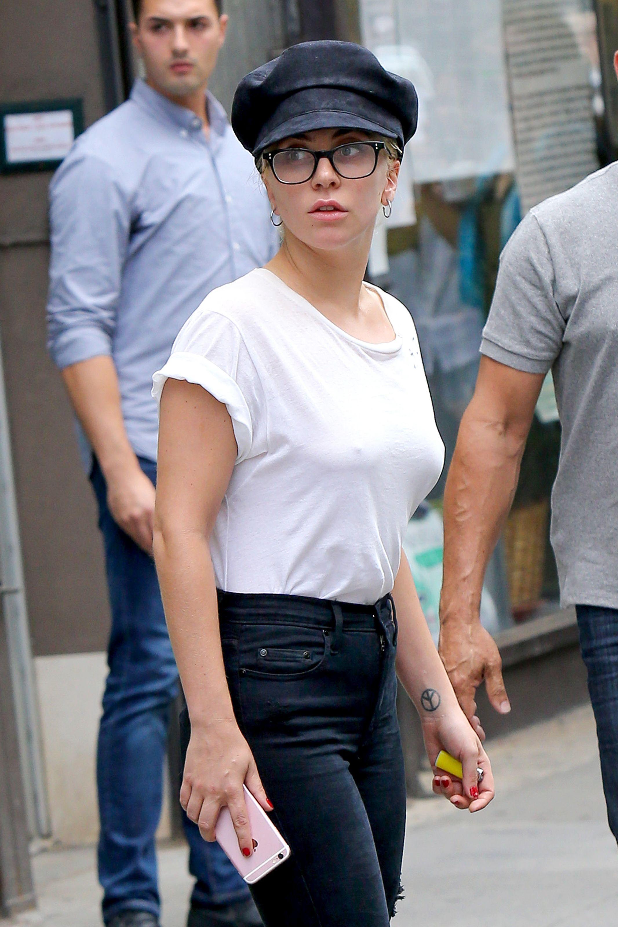 Lady Gaga Braless 6