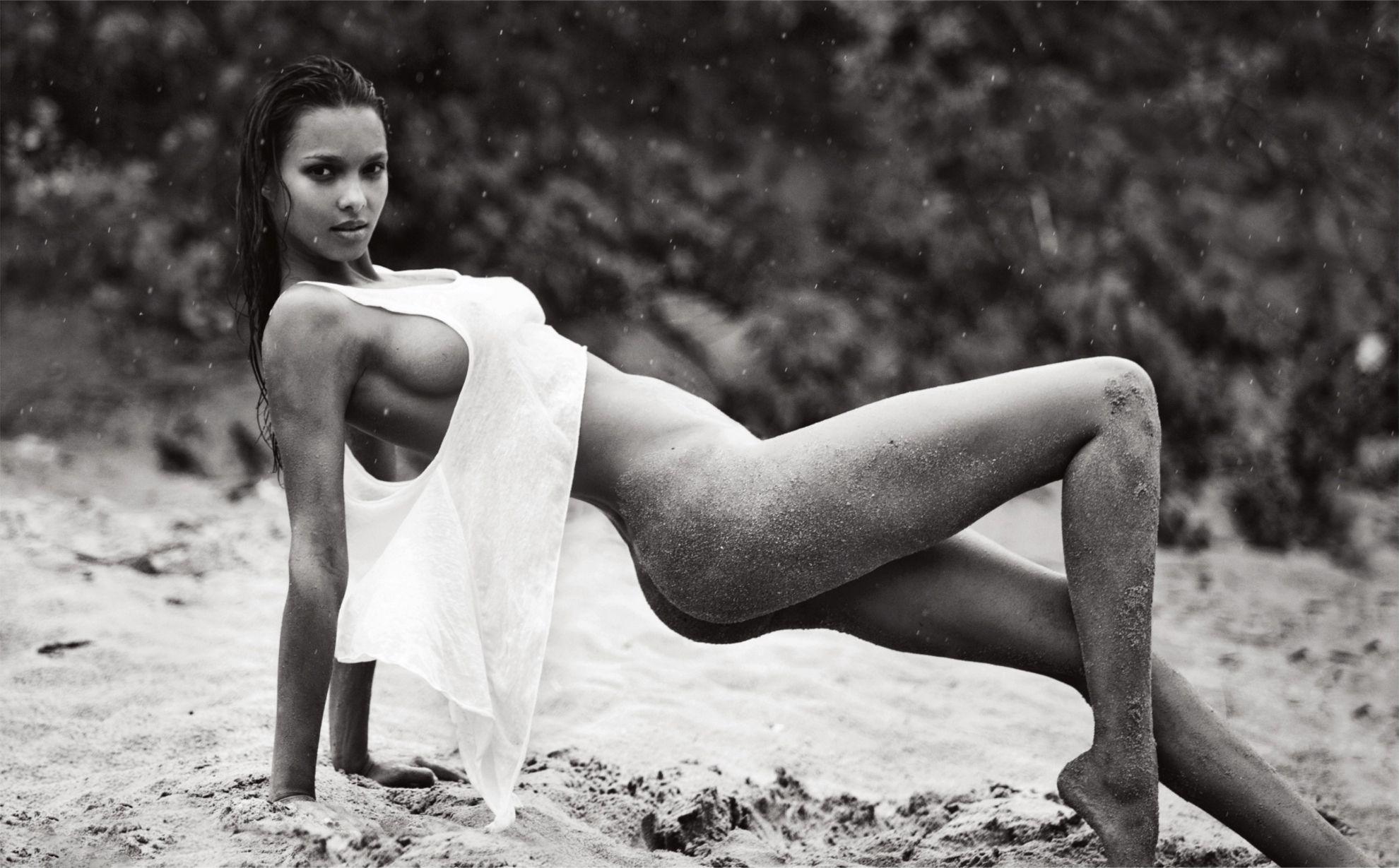 Lais Ribeiro Nude 7