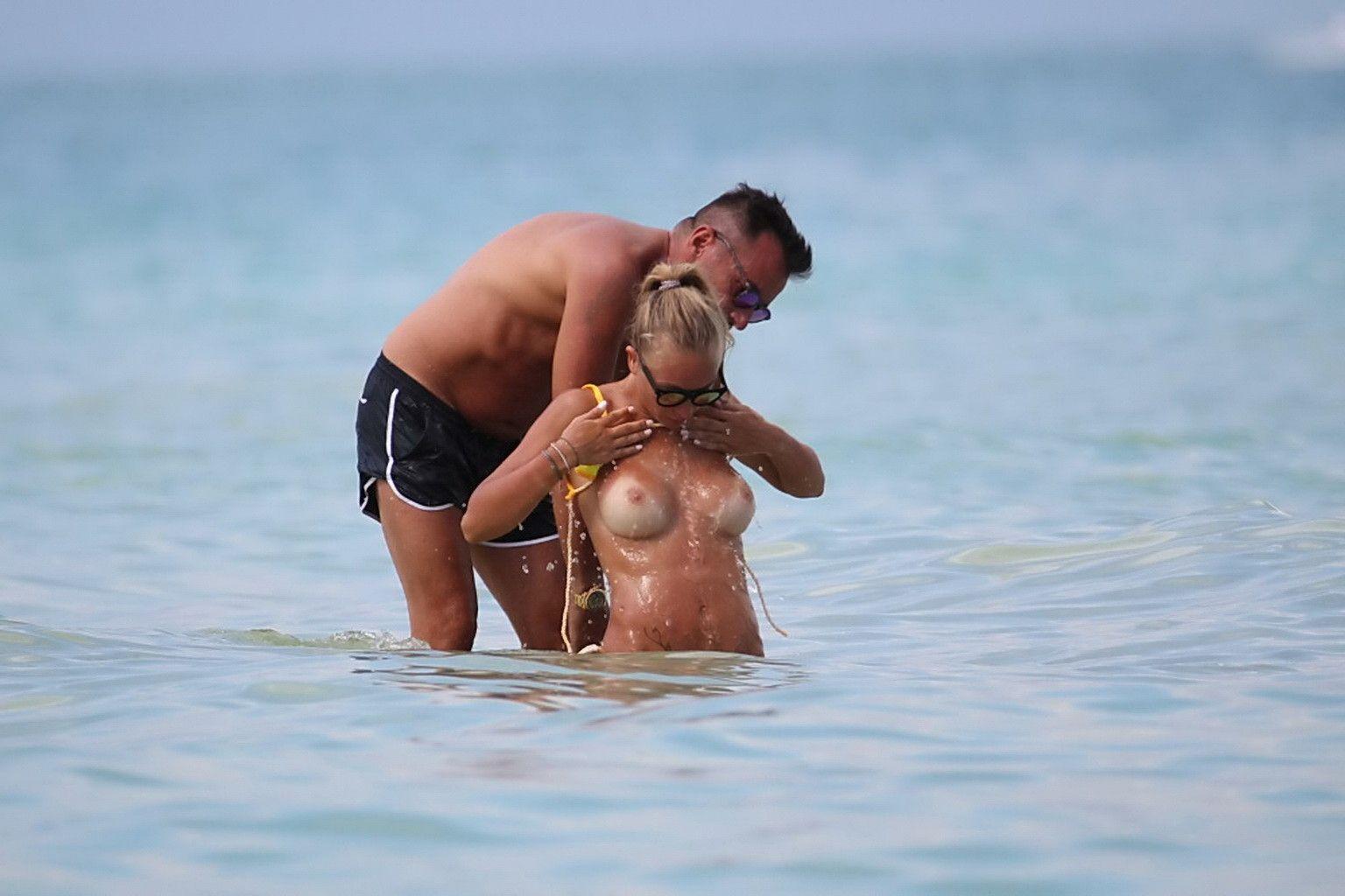Laura Cremaschi Sexy Topless 3