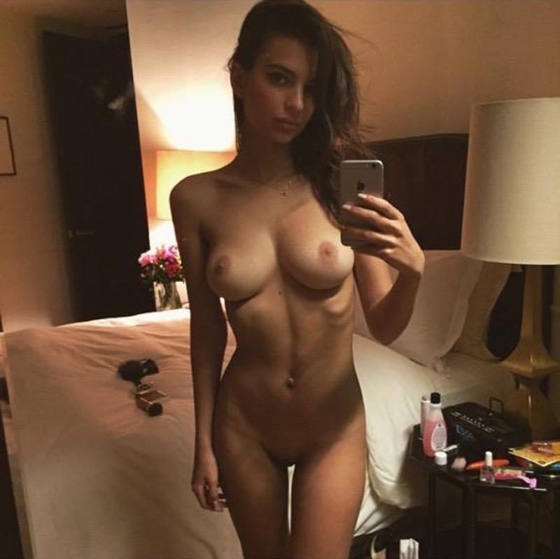 Leaked Pic Of Emily Ratajkowski