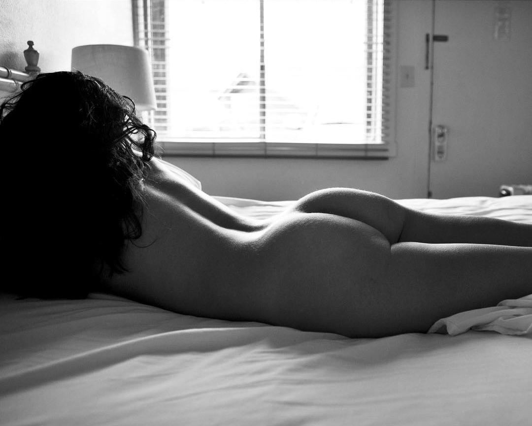 Lela Loren Naked 23