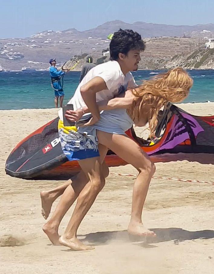 Lindsay Lohan Tit Slip 15