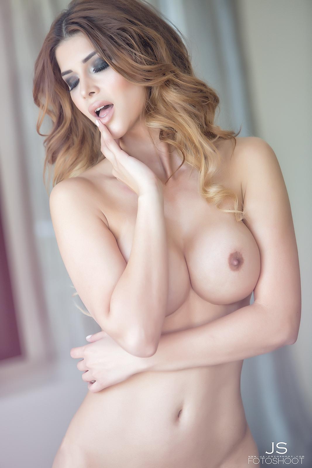 Micaela Schäfer Topless Photos 3