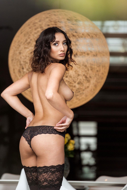 Nicola Paul Sexy And Topless 1 1