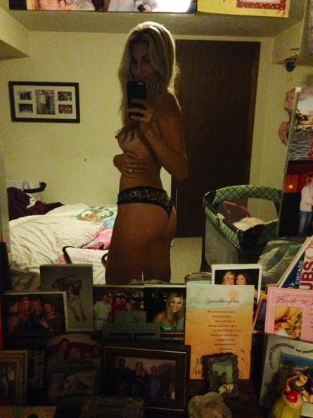 Nude Selfies Of Lindsay Clubine 3