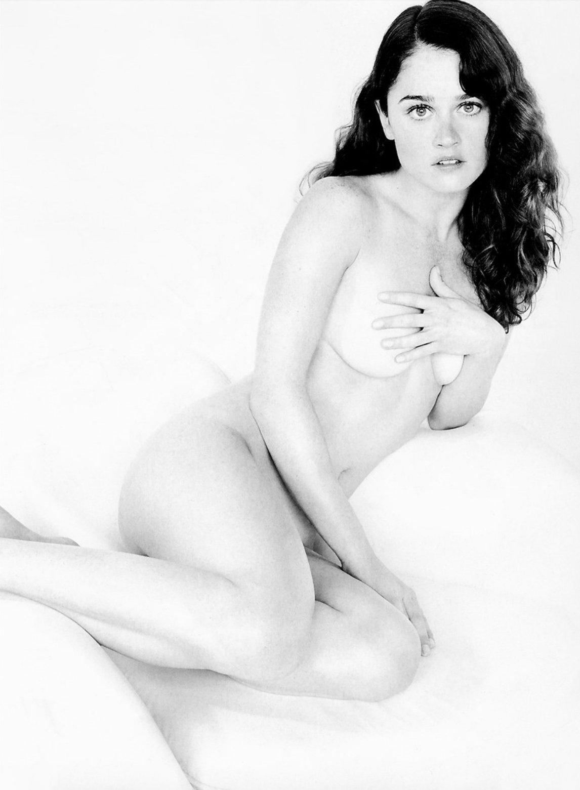 Robin Tunney Nude 1