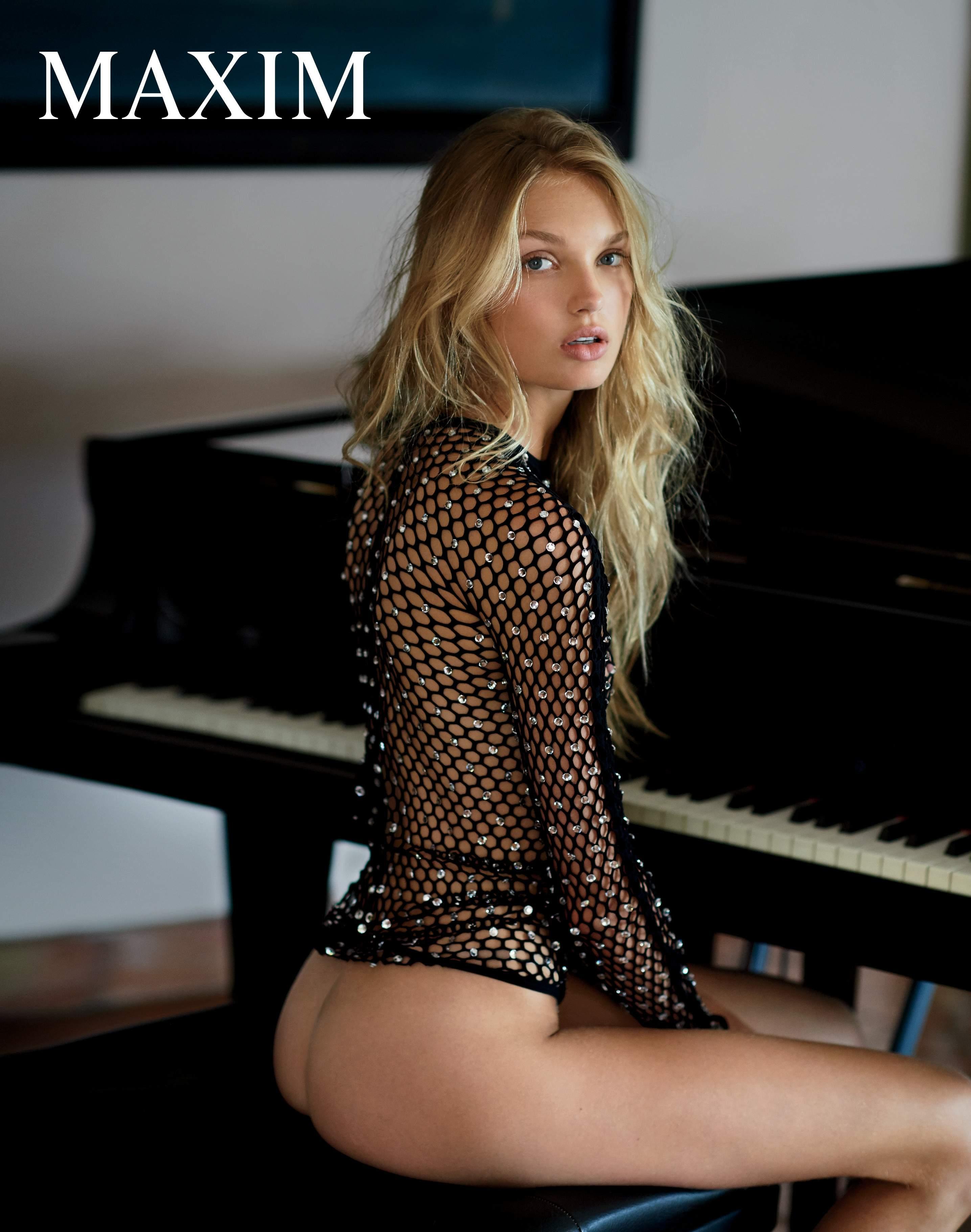 Romee Strijd Sexy Topless 3
