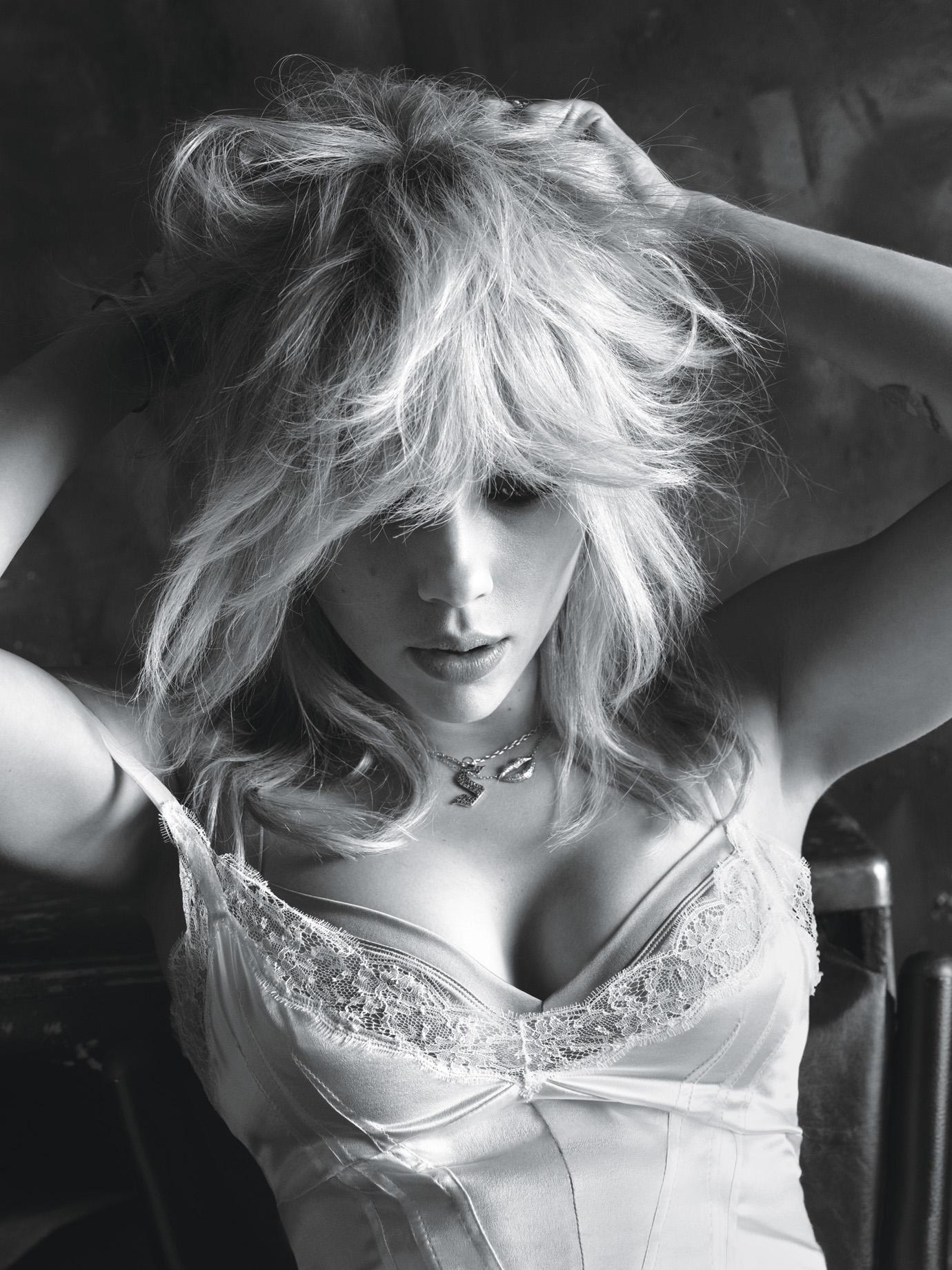 Scarlett Johansson Hot Photos 1