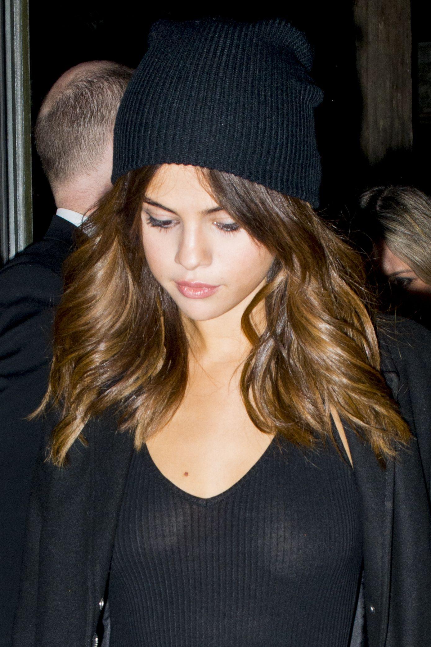 Selena Gomez Braless 1 Sn1507