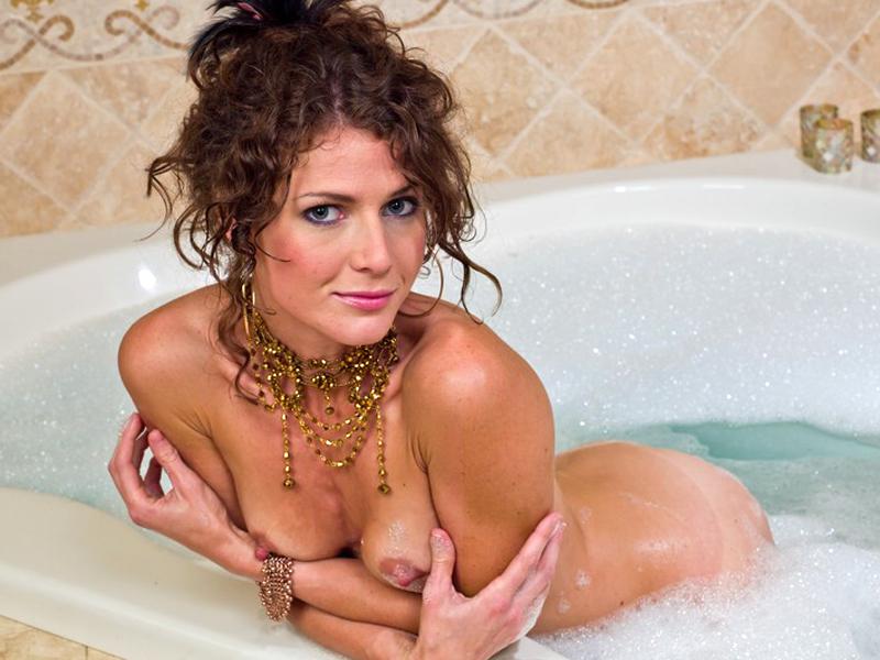 Topless Jenni Lee Photos 4