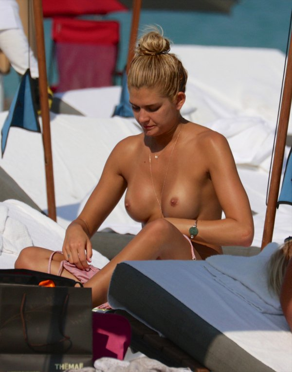 Topless Shayna Terese Taylor 1