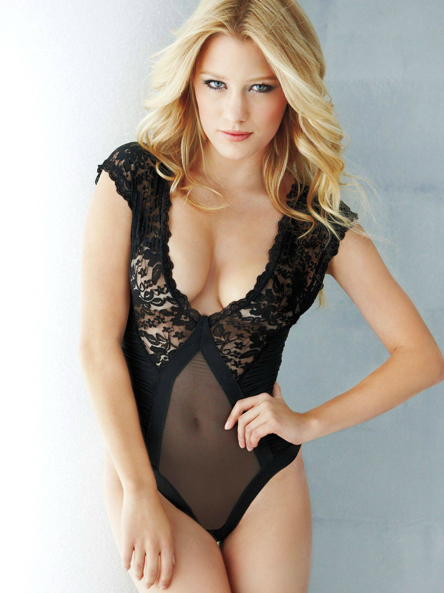 Ashley Hinshaw Nude (19 P...