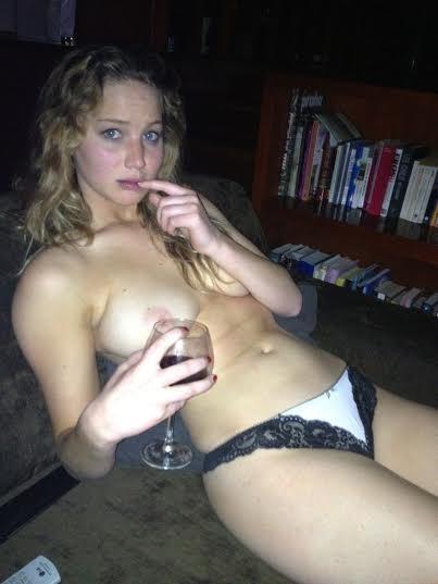 Jennifer Lawrence Nude Ph...