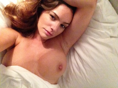 Kelly Brook Nude Leaked P...