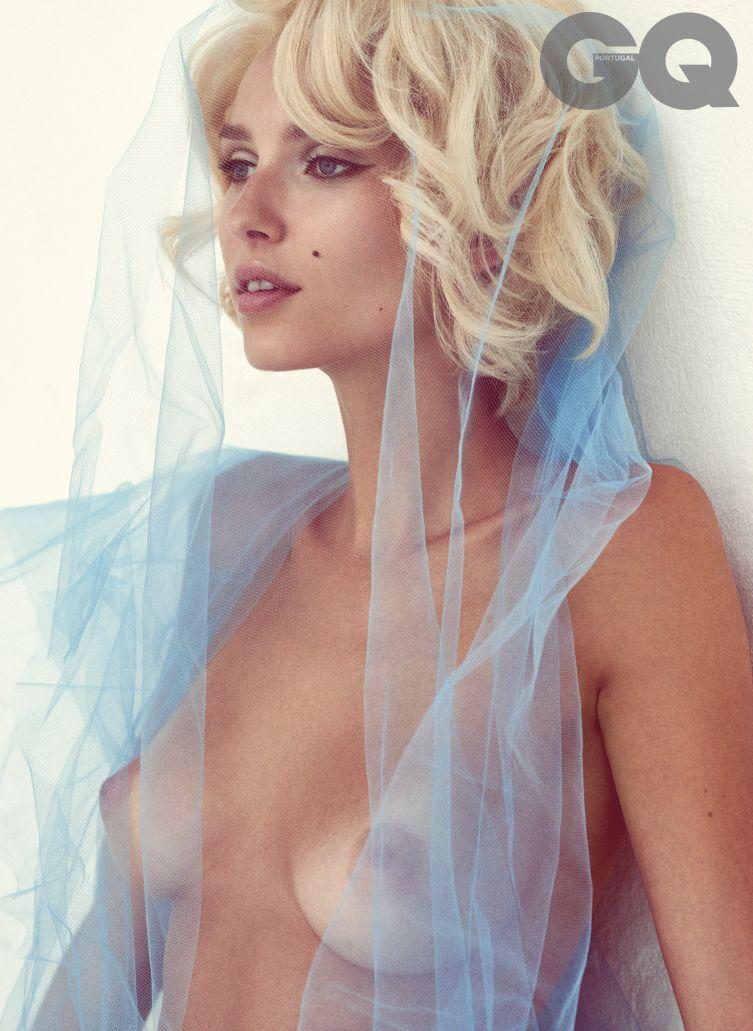 Adriana Cernanova Nude Ph...