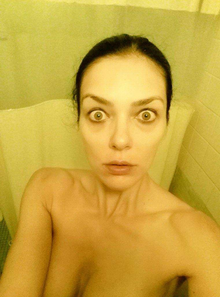 Adrianne Curry Nude Selfi...