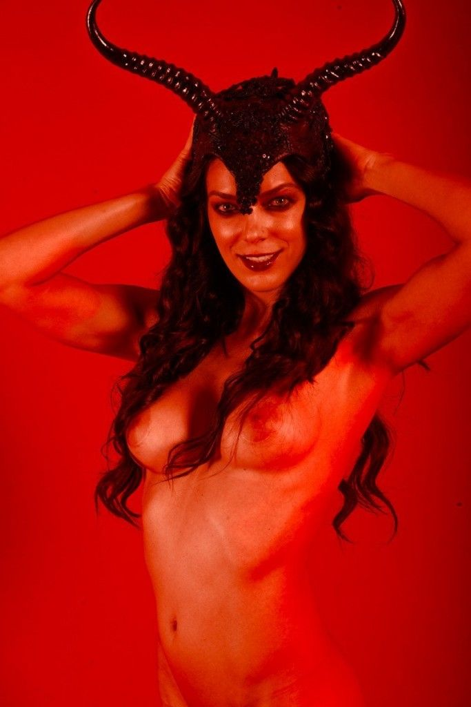 Adrianne Curry Nude (70 L...