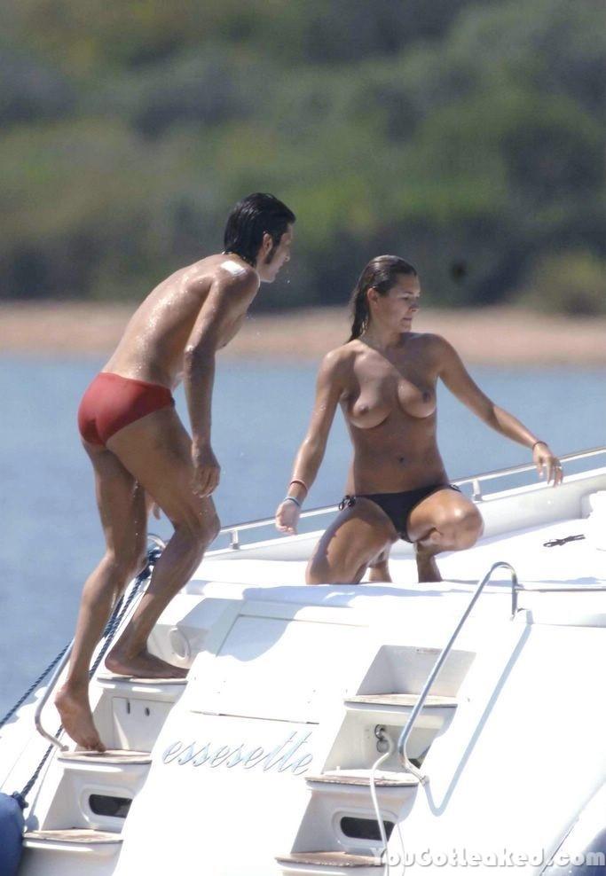 Alena Seredova Topless Pi...