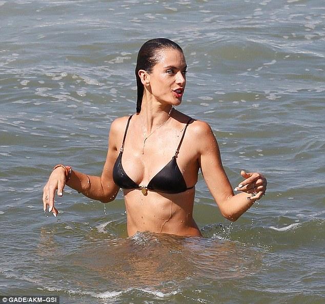 Alessandra-Ambrosio-Bikini-6