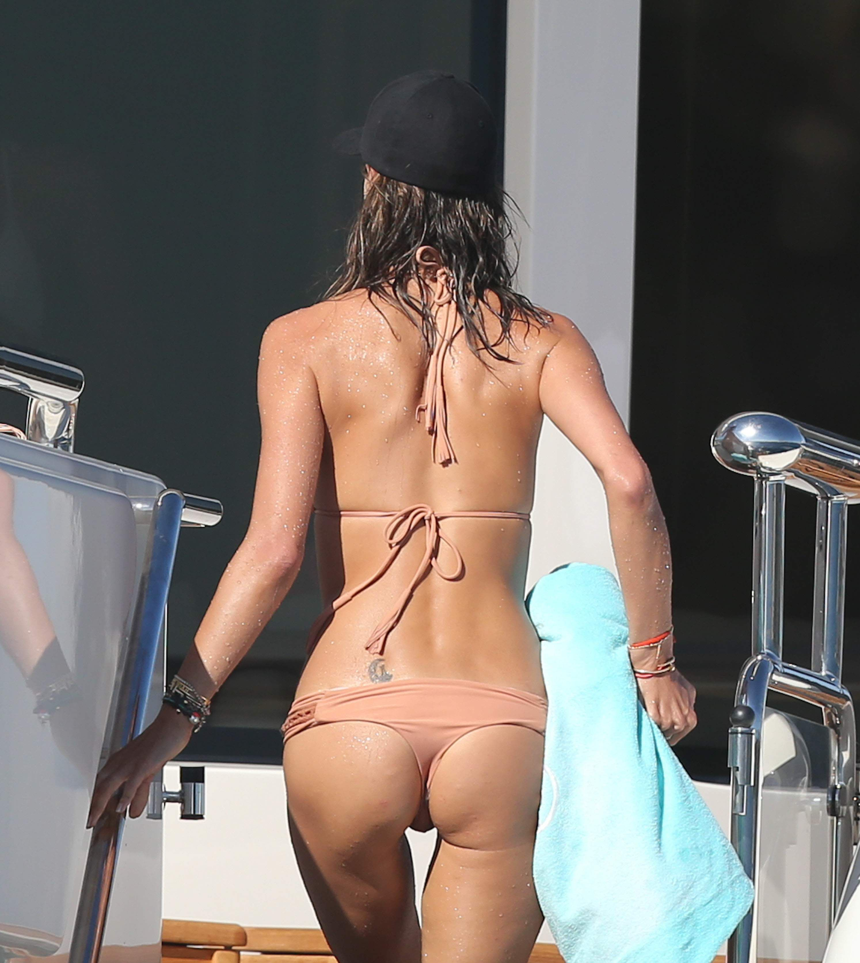 Alessandra Ambrosio Sexy ...