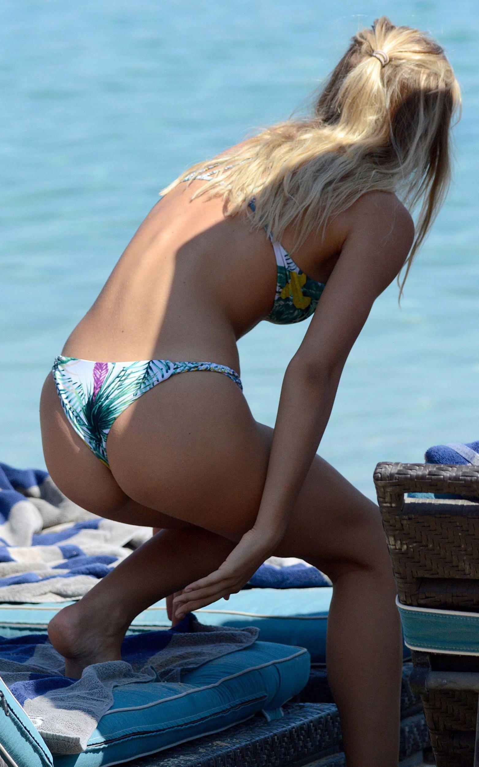 Alexis Ren Bikini Pics