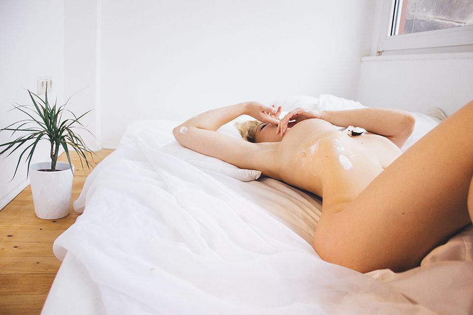 Alicia Schneider Nude Pho...