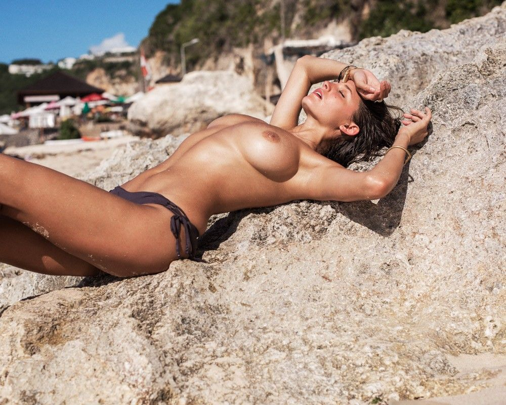 Alyssa Arce Topless Photo...