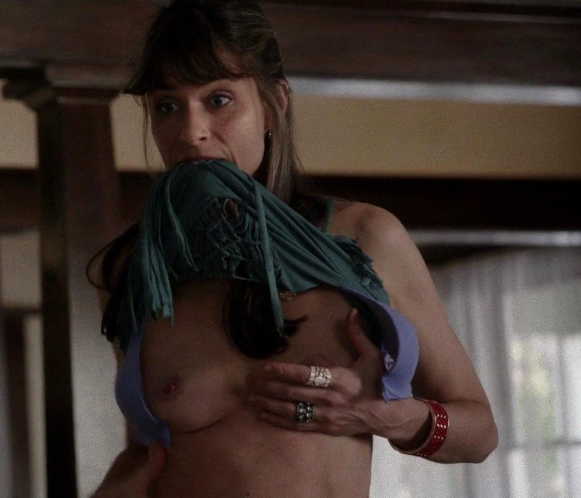 Amanda Peet Topless