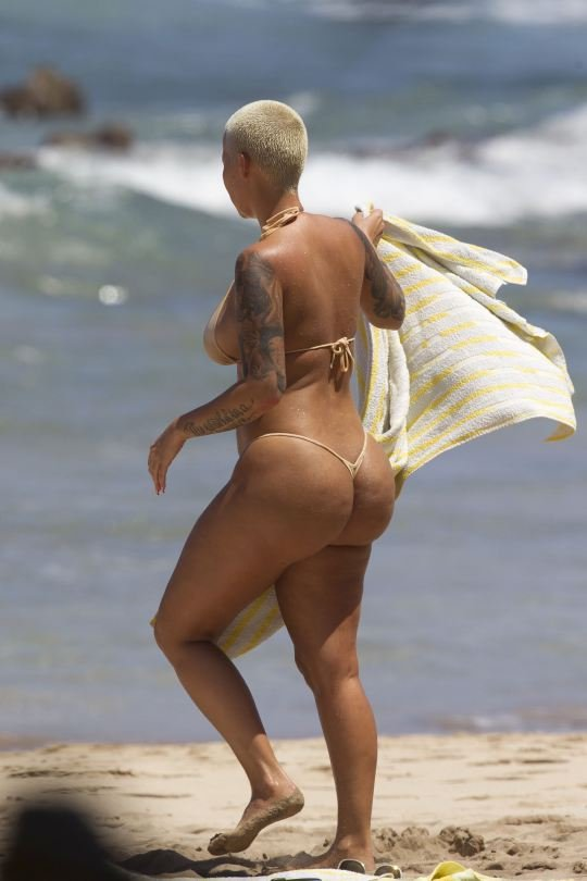 Amber Rose Shows Her Big ...
